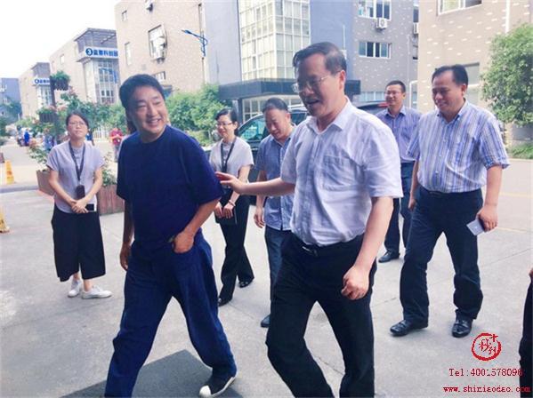 博多俞董事长引领毛书记一行参观博多